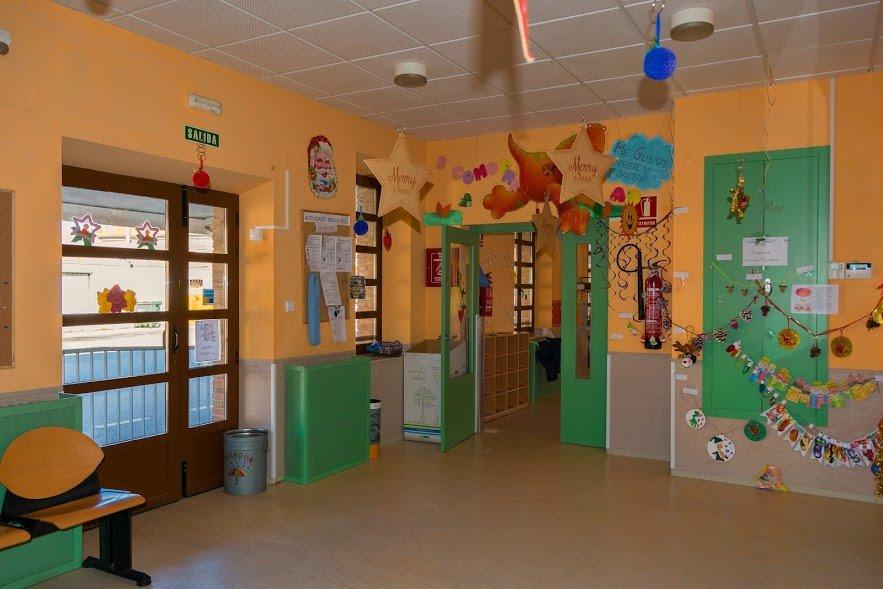 LISTADO PROVISIONAL DE ADMITIDOS Y EXCLUIDOS EN LA ESCUELA MUNICIPAL INFANTIL
